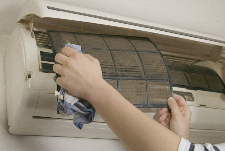Cách sửa máy lạnh chảy nước trong 30 phút TPHCM
