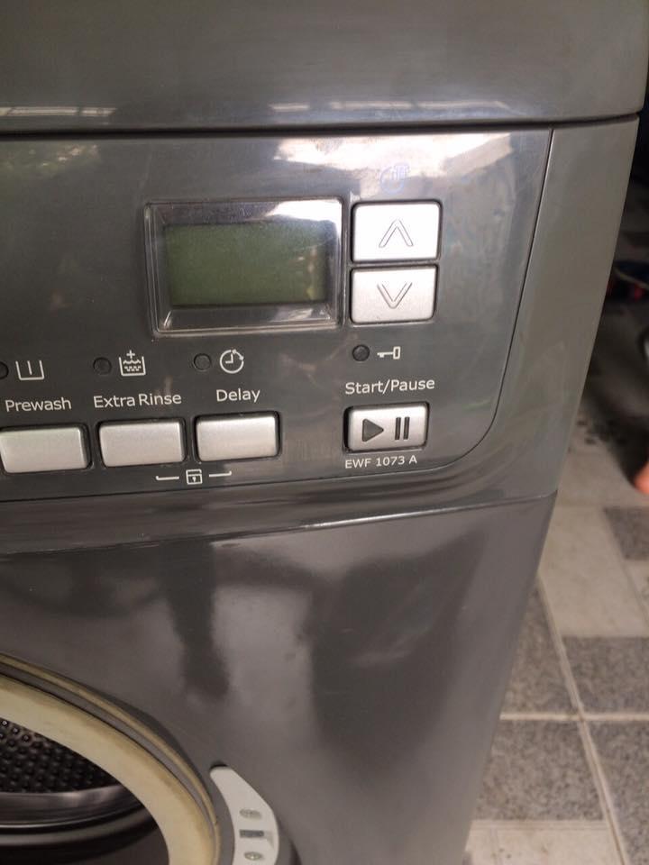 Máy giặt Electrolux EWF1073-7kg