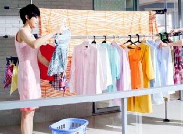 Máy giặt giặt quần áo bao nhiêu