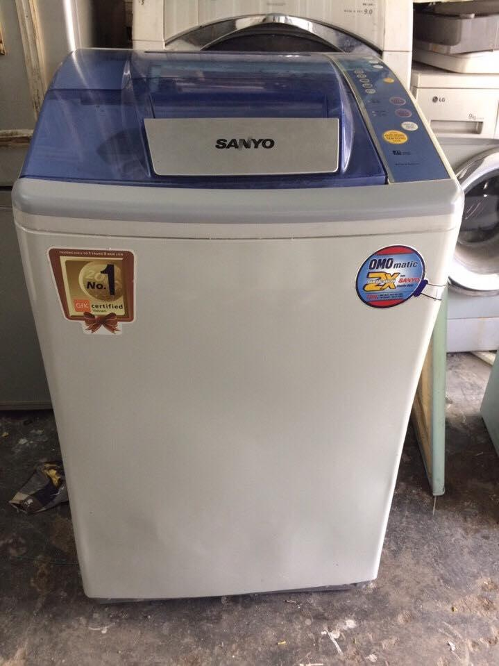 Máy giặt Sanyo 6,8kg lòng nghiêng mới 95%