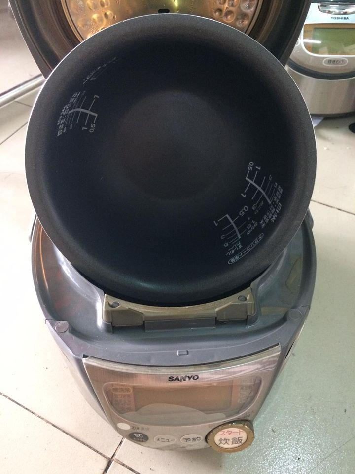 Nồi cơm điện cao tần Sanyo ECJ-DK210 có áp suất