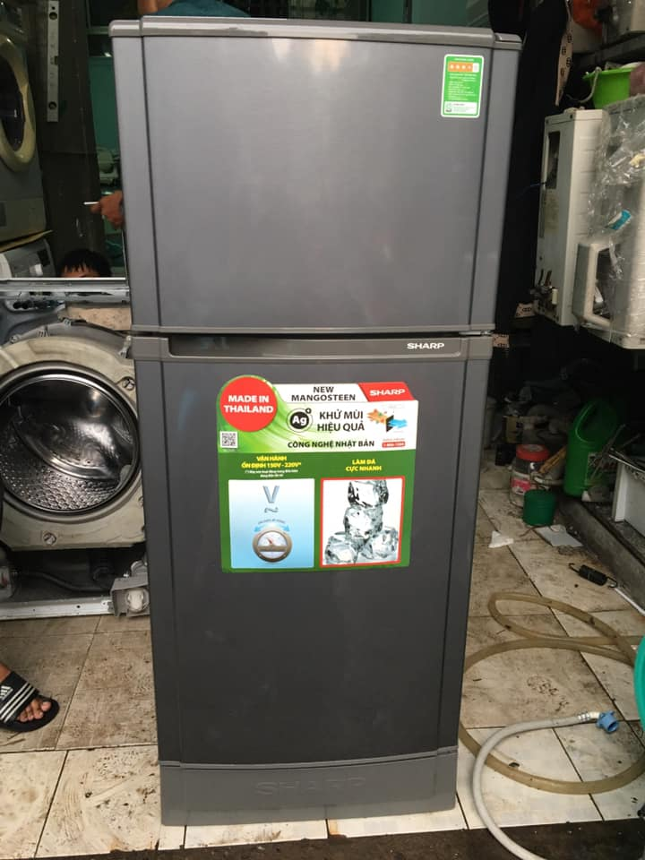 Tủ lạnh Sharp (165 lít) không đóng tuyết