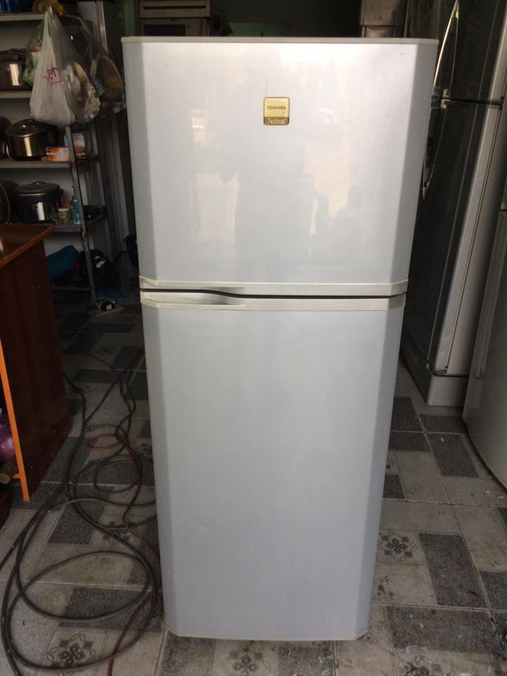 Tủ lạnh Toshiba 145L không đóng tuyết